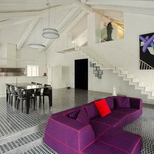 Diseño de salón para visitas actual con paredes blancas
