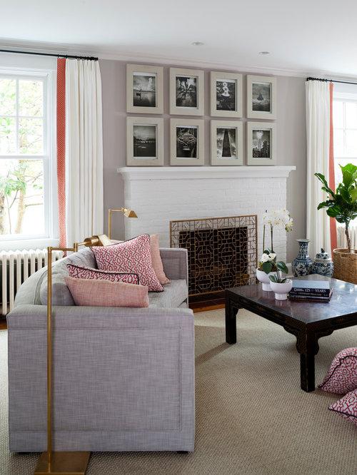 Salon avec une bibliothèque ou un coin lecture classique de luxe ...