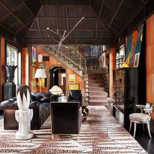 Idée de décoration pour un salon bohème fermé avec une salle de réception, un mur orange, un sol en bois foncé et aucun téléviseur.