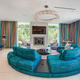 Inspiration pour un grand salon mansardé ou avec mezzanine design avec une salle de réception, un mur beige, un sol en marbre, une cheminée standard, un manteau de cheminée en béton et un téléviseur fixé au mur.