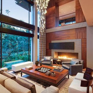ロサンゼルスの大きいコンテンポラリースタイルのおしゃれなリビング (マルチカラーの壁、無垢フローリング、横長型暖炉) の写真