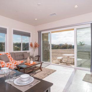 サンディエゴの広い地中海スタイルのおしゃれな独立型リビング (フォーマル、ベージュの壁、大理石の床、標準型暖炉、テレビなし) の写真