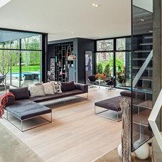Modern Living Room by Bigfoot Door