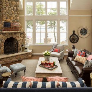 ミネアポリスのトラディショナルスタイルのおしゃれなLDK (ベージュの壁、濃色無垢フローリング、コーナー設置型暖炉、石材の暖炉まわり、壁掛け型テレビ、フォーマル) の写真