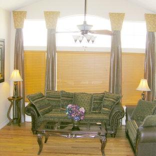 デンバーの大きいトランジショナルスタイルのおしゃれなLDK (ベージュの壁、無垢フローリング、両方向型暖炉、タイルの暖炉まわり、テレビなし) の写真