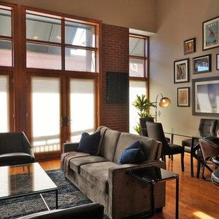 デンバーの小さいミッドセンチュリースタイルのおしゃれなリビングロフト (グレーの壁、無垢フローリング、黄色い床、フォーマル、テレビなし) の写真