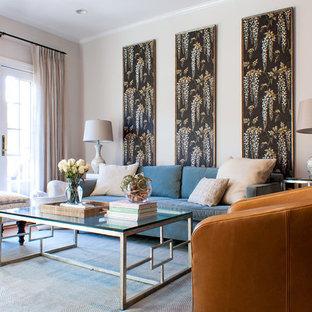 Immagine di un soggiorno chic con pareti grigie, pavimento in legno massello medio e pavimento blu