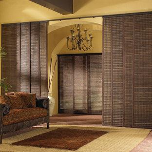 Идея дизайна: парадная, открытая гостиная комната среднего размера в средиземноморском стиле с желтыми стенами и полом из терракотовой плитки
