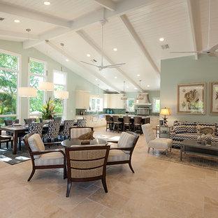 Foto di un soggiorno stile marinaro di medie dimensioni e aperto con angolo bar, pareti verdi, pavimento in marmo e TV a parete