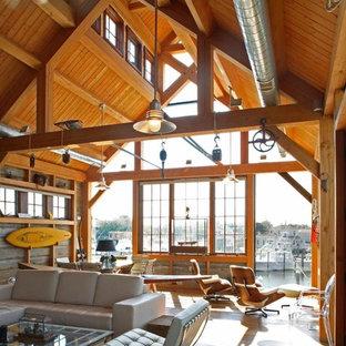 Imagen de salón abierto, rural, con suelo de madera en tonos medios
