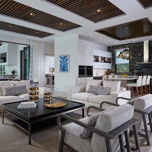 Esempio di un ampio soggiorno contemporaneo aperto con pareti bianche e pavimento beige
