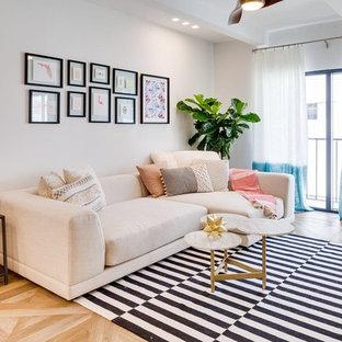 Foto di un soggiorno scandinavo di medie dimensioni e stile loft con pareti bianche, pavimento con piastrelle in ceramica e TV a parete