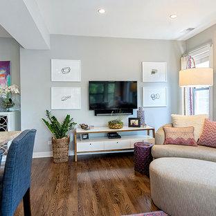 Modelo de salón para visitas abierto, clásico renovado, pequeño, con televisor colgado en la pared y paredes grises