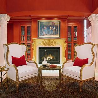 Mittelgroßes, Repräsentatives, Fernseherloses, Offenes Klassisches Wohnzimmer mit roter Wandfarbe, Kamin, Kaminumrandung aus Holz und weißem Boden in Austin