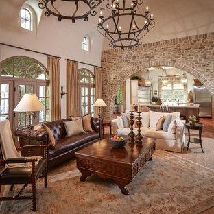 Неиссякаемый источник вдохновения для домашнего уюта: парадная, изолированная гостиная комната среднего размера в средиземноморском стиле с бежевыми стенами, полом из терракотовой плитки и красным полом без камина, ТВ