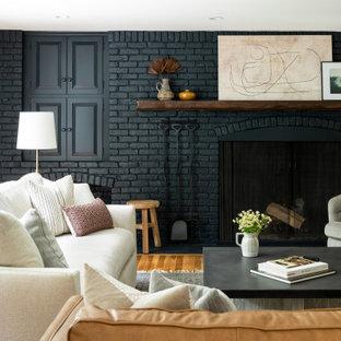 ボストンの広いトランジショナルスタイルのおしゃれなLDK (グレーの壁、無垢フローリング、暖炉なし、壁掛け型テレビ、レンガ壁) の写真
