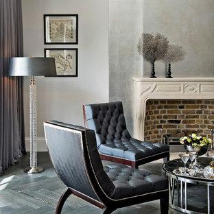 На фото: гостиные комнаты в стиле современная классика с серыми стенами, темным паркетным полом и стандартным камином