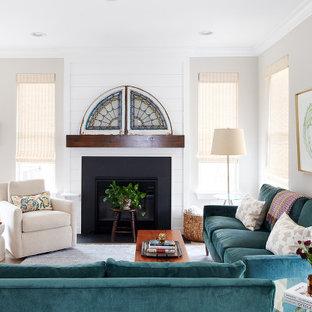 Diseño de salón abierto, tradicional renovado, de tamaño medio, sin televisor, con paredes grises, moqueta, chimenea tradicional, marco de chimenea de madera y suelo azul