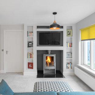 Foto de salón abierto, actual, de tamaño medio, con paredes blancas y suelo de mármol
