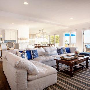 サクラメントの大きいビーチスタイルのおしゃれなLDK (フォーマル、白い壁、濃色無垢フローリング、標準型暖炉、コンクリートの暖炉まわり、壁掛け型テレビ) の写真