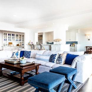 サクラメントの中サイズのビーチスタイルのおしゃれなLDK (フォーマル、白い壁、濃色無垢フローリング、標準型暖炉、コンクリートの暖炉まわり、壁掛け型テレビ) の写真