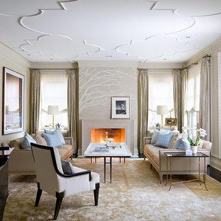 Inspiration pour un salon traditionnel avec un mur beige.