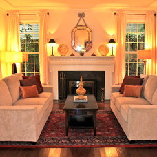 Traditional Living Room by Seattle Staged to Sell LLC