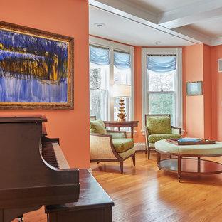 Idee per un soggiorno tradizionale di medie dimensioni e aperto con sala formale, pareti arancioni, pavimento in legno massello medio, camino classico, cornice del camino piastrellata, nessuna TV e pavimento marrone