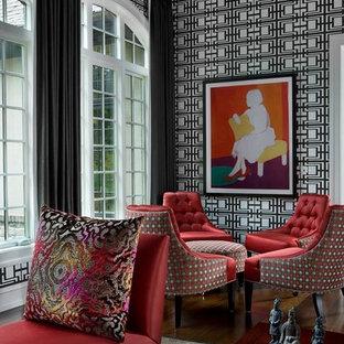 Foto di un soggiorno boho chic di medie dimensioni e chiuso con sala formale, pareti multicolore, parquet scuro, nessun camino e nessuna TV
