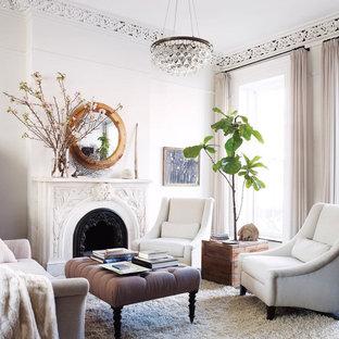 Ispirazione per un soggiorno vittoriano chiuso e di medie dimensioni con sala formale, pareti bianche, moquette, camino classico, cornice del camino in metallo e nessuna TV