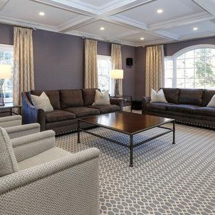 Idee per un grande soggiorno minimal aperto con sala formale, pareti viola, moquette e pavimento multicolore