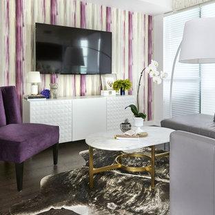 Ejemplo de salón cerrado, actual, pequeño, sin chimenea, con paredes púrpuras, suelo de madera oscura y televisor colgado en la pared