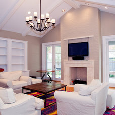 Traditional Living Room by English Heritage Homes of Texas