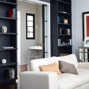 Inspiration för ett vintage vardagsrum, med grå väggar och mörkt trägolv