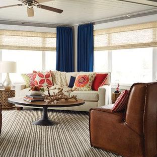 Foto de salón para visitas abierto, tradicional renovado, de tamaño medio, sin chimenea y televisor, con paredes grises, suelo de madera oscura y suelo marrón