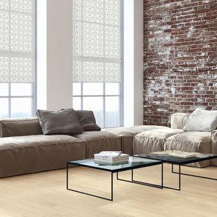 バンクーバーの大きいコンテンポラリースタイルのおしゃれなLDK (白い壁、淡色無垢フローリング、暖炉なし、ベージュの床) の写真