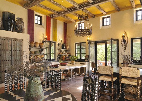 Traditional Living Room by Bernardo Grijalva Photography