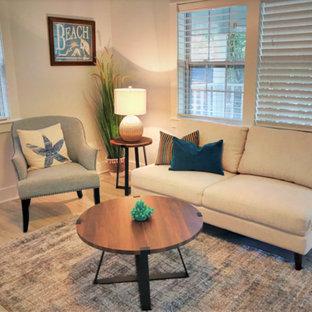 Immagine di un piccolo soggiorno costiero chiuso con pavimento in laminato e pavimento bianco