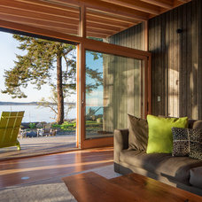 Contemporary Living Room by Heliotrope Architects