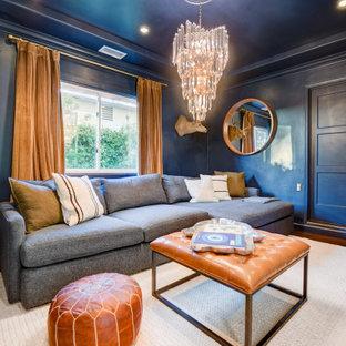 Exemple d'un salon avec une bibliothèque ou un coin lecture chic de taille moyenne et fermé avec un mur bleu, un sol en bambou, un téléviseur fixé au mur, un sol marron et un plafond à caissons.