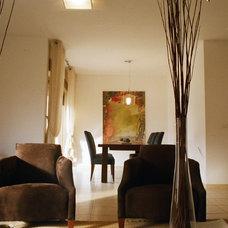 Modern Living Room by 2 level design