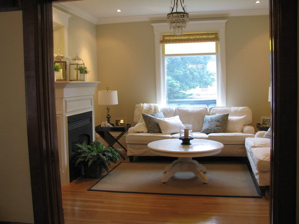 Traditional Living Room by Sandra Howie
