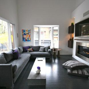 Esempio di un soggiorno moderno con pareti bianche e pavimento nero