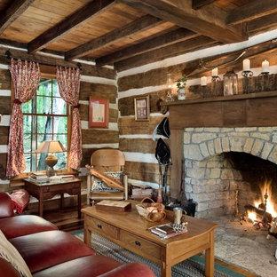 Réalisation d'un petit salon chalet avec une cheminée standard, un manteau de cheminée en pierre et aucun téléviseur.