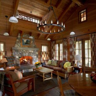 Idéer för ett rustikt allrum med öppen planlösning, med ett finrum, mellanmörkt trägolv och en standard öppen spis