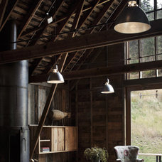 Rustic Living Room by MW|Works Architecture+Design