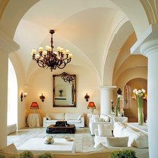 Mediterranean Hall by Fabrizia Frezza Architecture & Interiors