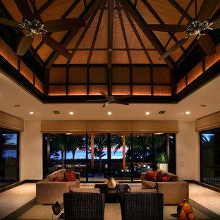 Diseño de salón para visitas abierto, tropical, extra grande, sin televisor, con paredes beige