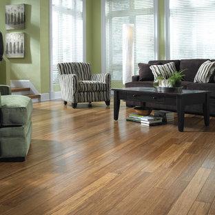 Mittelgroßes, Repräsentatives, Abgetrenntes Klassisches Wohnzimmer mit beiger Wandfarbe, Bambusparkett und braunem Boden in Sonstige