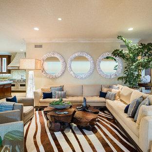 ロサンゼルスの大きいトロピカルスタイルのおしゃれなLDK (フォーマル、ベージュの壁、トラバーチンの床、暖炉なし、ベージュの床) の写真